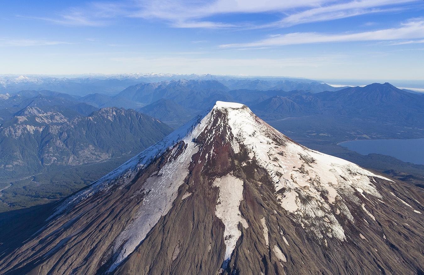 September 25 , 2018 .  EN.  La Réunion : Piton de la Fournaise , Chile : Osorno , Peru : Sabancaya , Indonesia : Anak Krakatau .