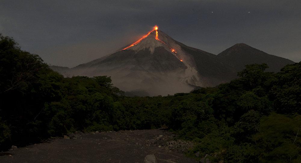 22 Octobre 2018. FR. La Réunion : Piton de la Fournaise , Indonésie : Ibu , Colombie : Galeras , Guatemala : Fuego .