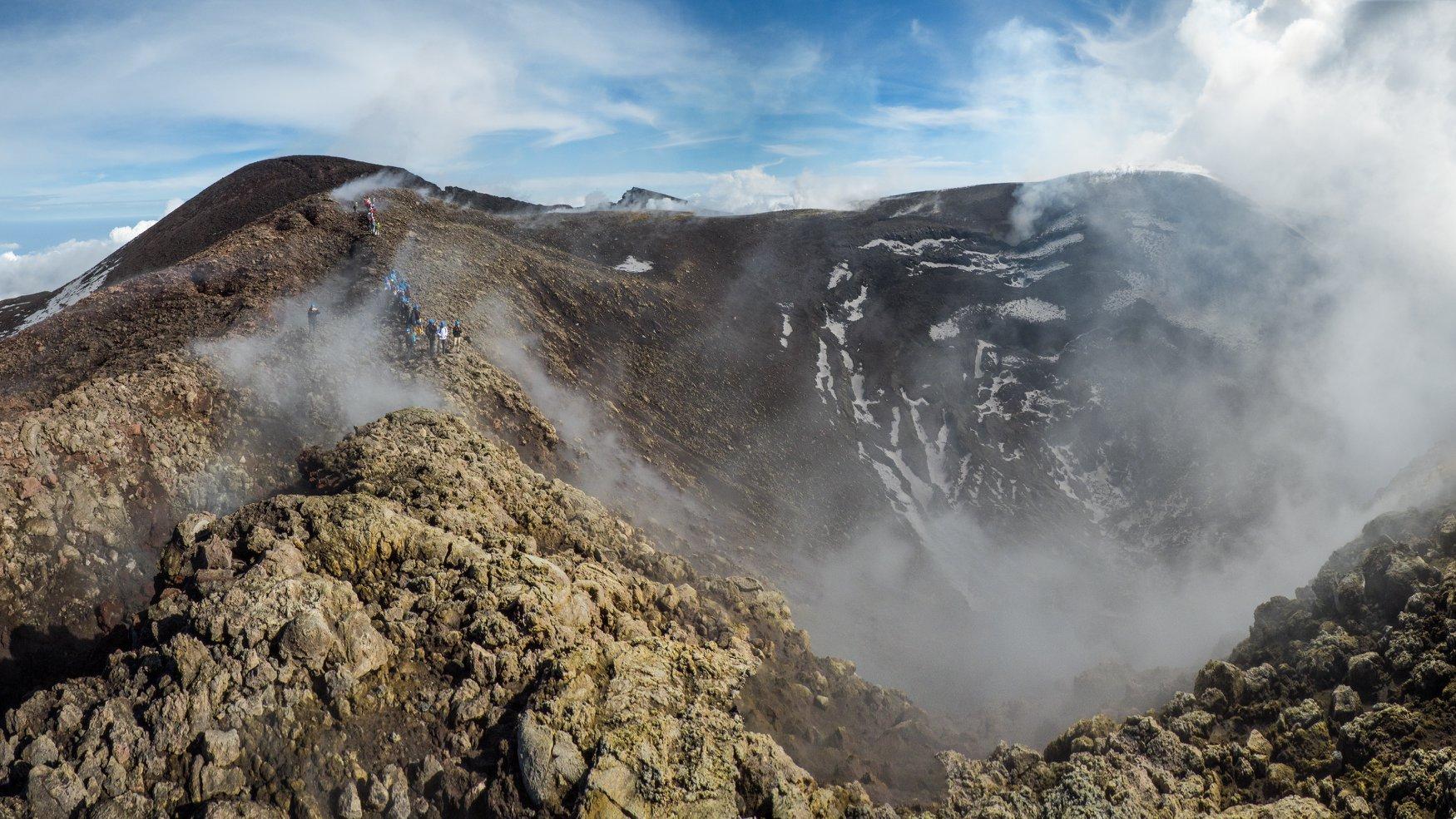 October 25 , 2018.  EN.  Sicily , Italy : Etna , Hawai : Kilauea , Colombia : Chiles / Cerro Negro , Indonesia : Merapi .