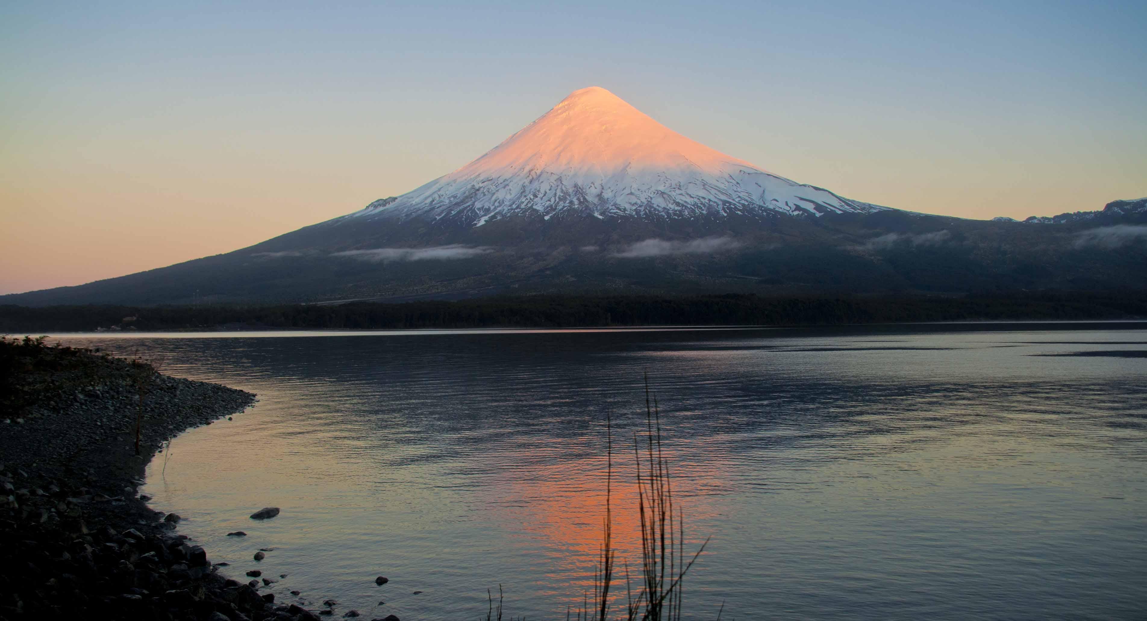 December 11 , 2018. EN.   Chile : Osorno , Peru : Sabancaya , Kamchatka : Ebeko , France / Guadeloupe : La Soufrière , Mexico : Popocatepetl .