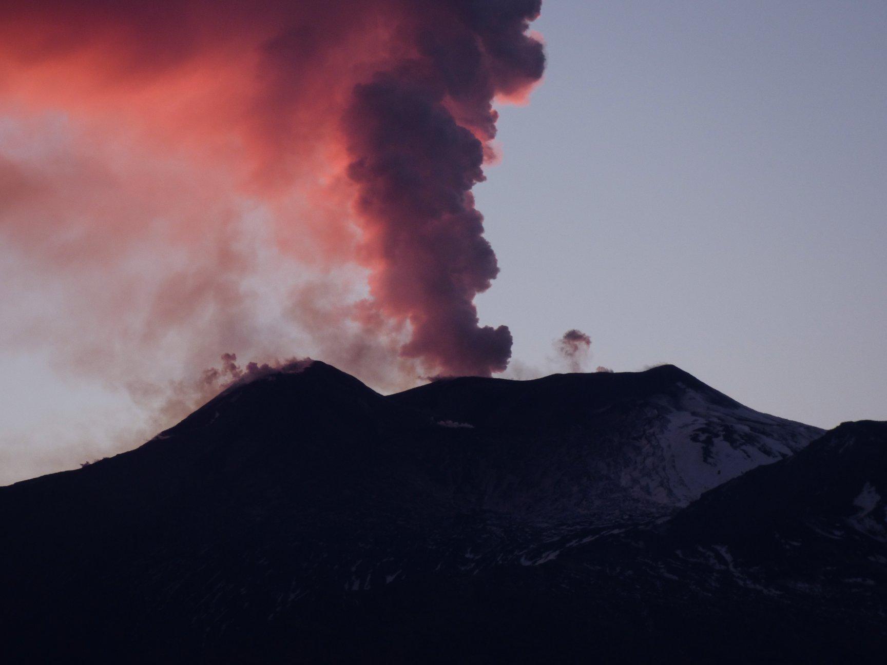 December 28 , 2018. EN.  Italy / Sicily : Etna , Vanuatu Archipelago : Ambrym , Indonesia : Anak Krakatau , Kamchatka : Sheveluch .