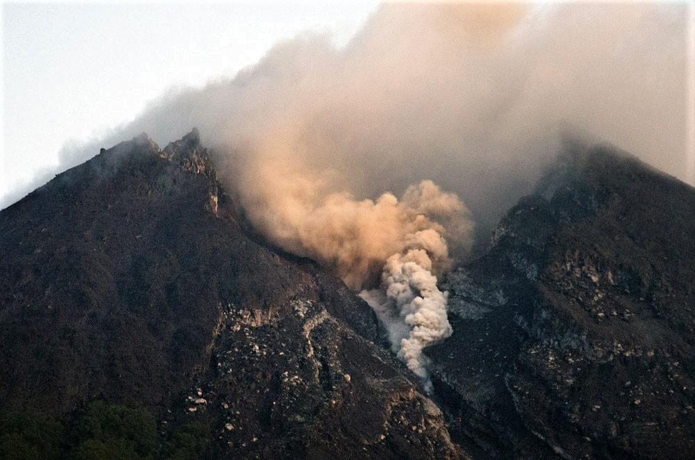 February 01 , 2019. EN.  Indonesia : Merapi , Chile : Guallatiri , Chile : Nevados de Chillan , Colombia : Chiles / Cerro Negro , Guatemala : Fuego .