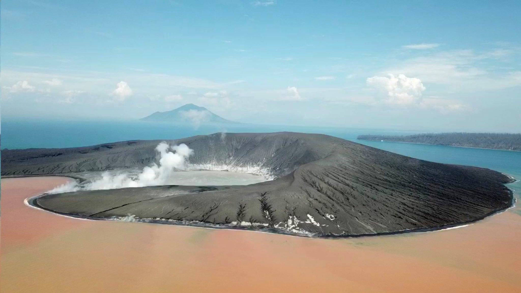 April 23, 2019 . EN . Indonesia : Anak Krakatau , Kamchatka : Sheveluch , Chile : Nevados of Chillan , Guatemala : Santiaguito .