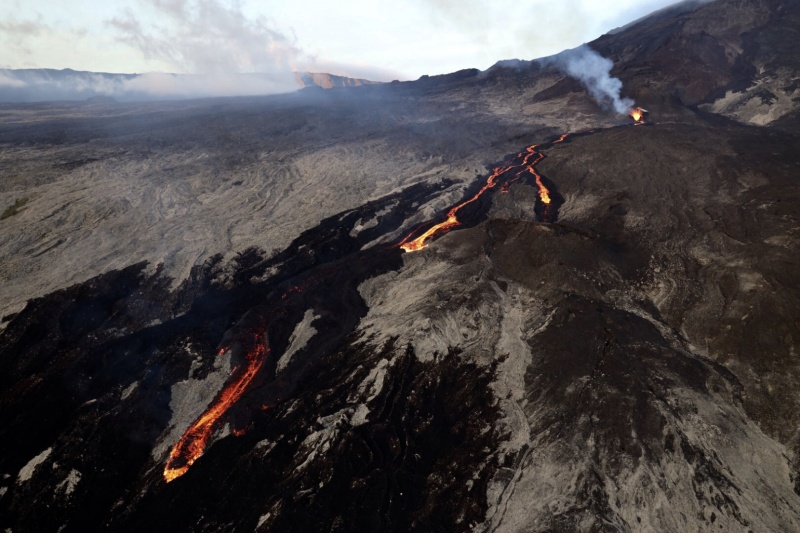 20 Fevrier 2019. FR . La Réunion : Piton de la Fournaise , Indonésie : Bromo , Colombie : Chiles / Cerro Negro , Mexique : Popocatepetl , Philippines , Mayon .