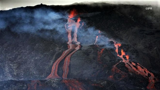March 03 , 2019.  EN.  La Réunion : Piton de la Fournaise , Indonesia : Dukono , Chile : Copahue / Nevados de Chillan , Guatemala : Pacaya .