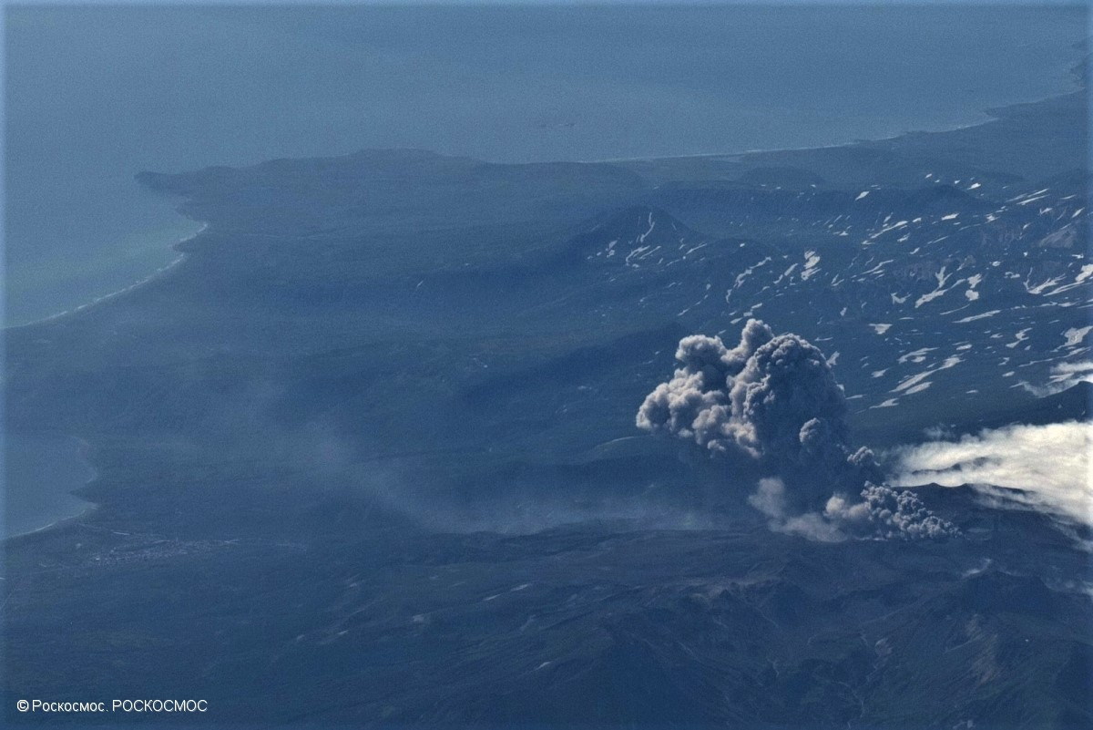 March 02 , 2019.  EN.   La Réunion : Piton de la Fournaise , Russia / Kouriles Islands : Ebeko , Vanuatu Archipelago : Ambrym , United-States : Yellowstone , Mexico : Popocatepetl .