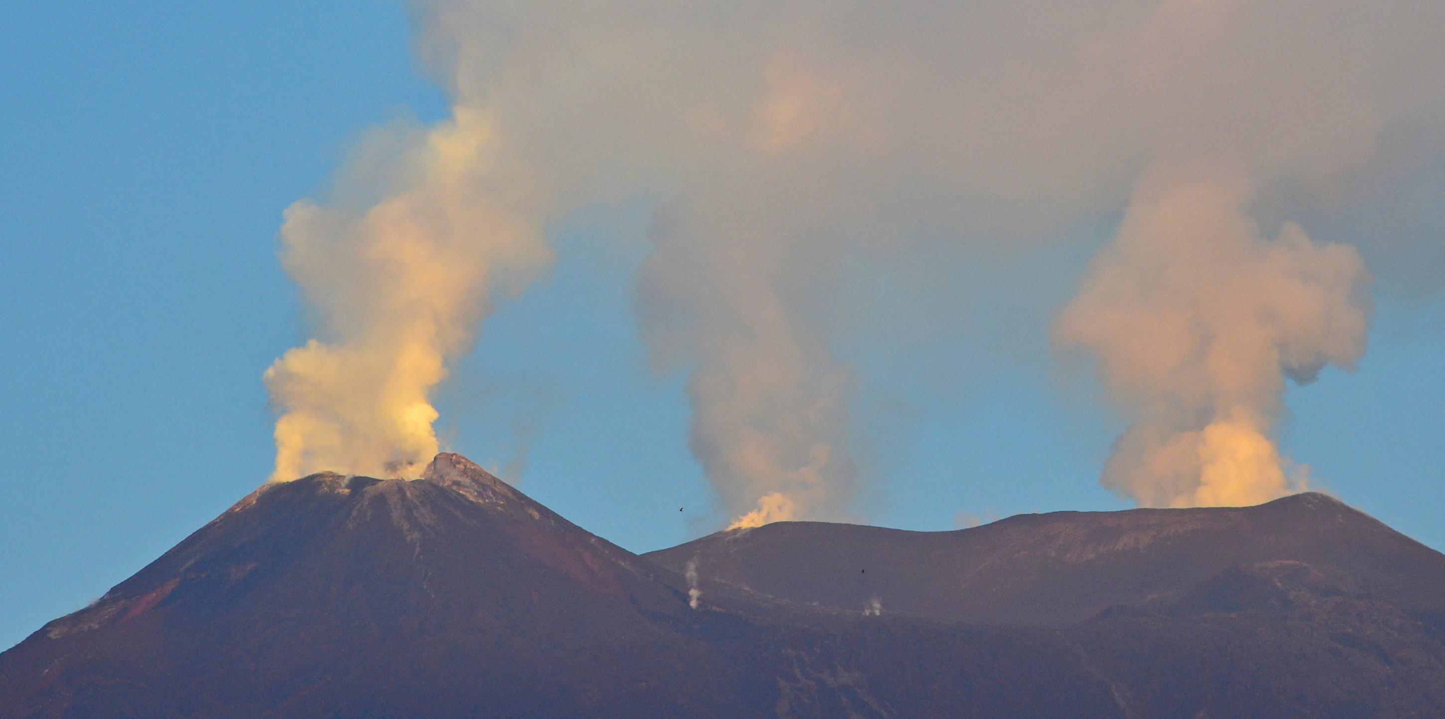 August 26, 2019. EN. Japan : Asama , Italy / Sicily : Etna , Kamchatka : Sheveluch , New Zealand : Ruapehu , Ecuador : Reventador .