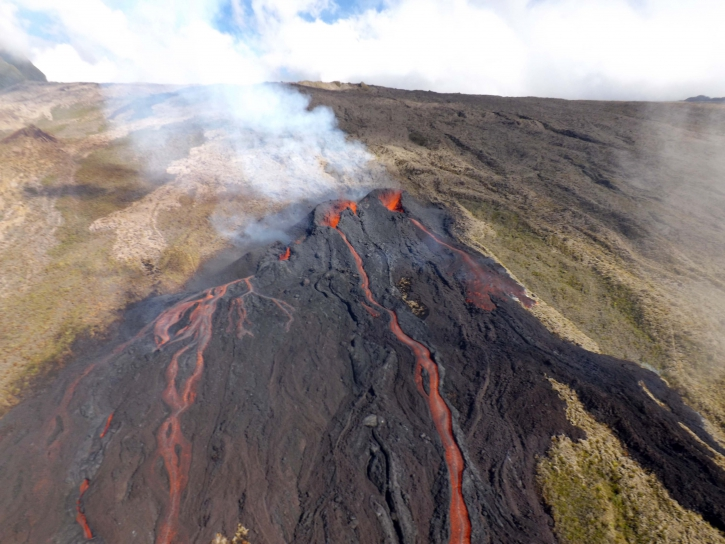August 13, 2019. EN. La Reunion : Piton de la Fournaise . Update 10:30 .