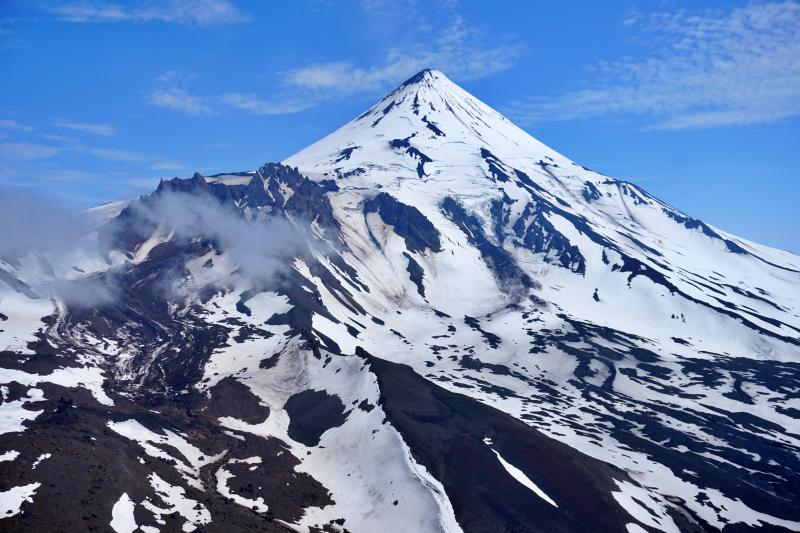 October 19, 2019. EN. Alaska : Shishaldin , Kamchatka : Sheveluch , La Reunion : Piton de la Fournaise , Italy / Sicily : Etna .