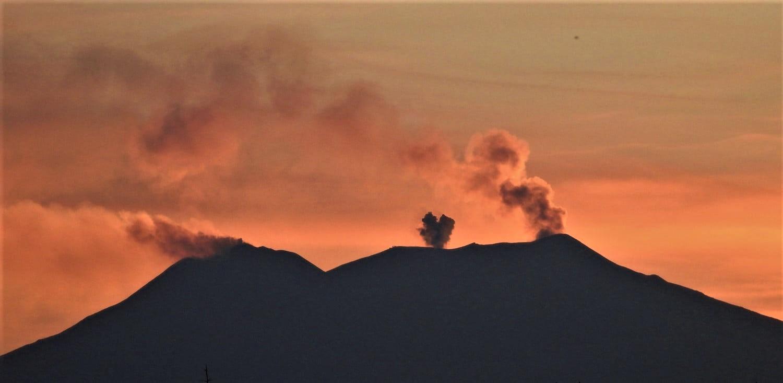 October 22, 2019. EN. La Reunion : Piton de la Fournaise , Italy / Sicily : Etna , Chile : Nevados de Chillan , Peru : Ubinas , Indonesia : Tangkuban Parahu .