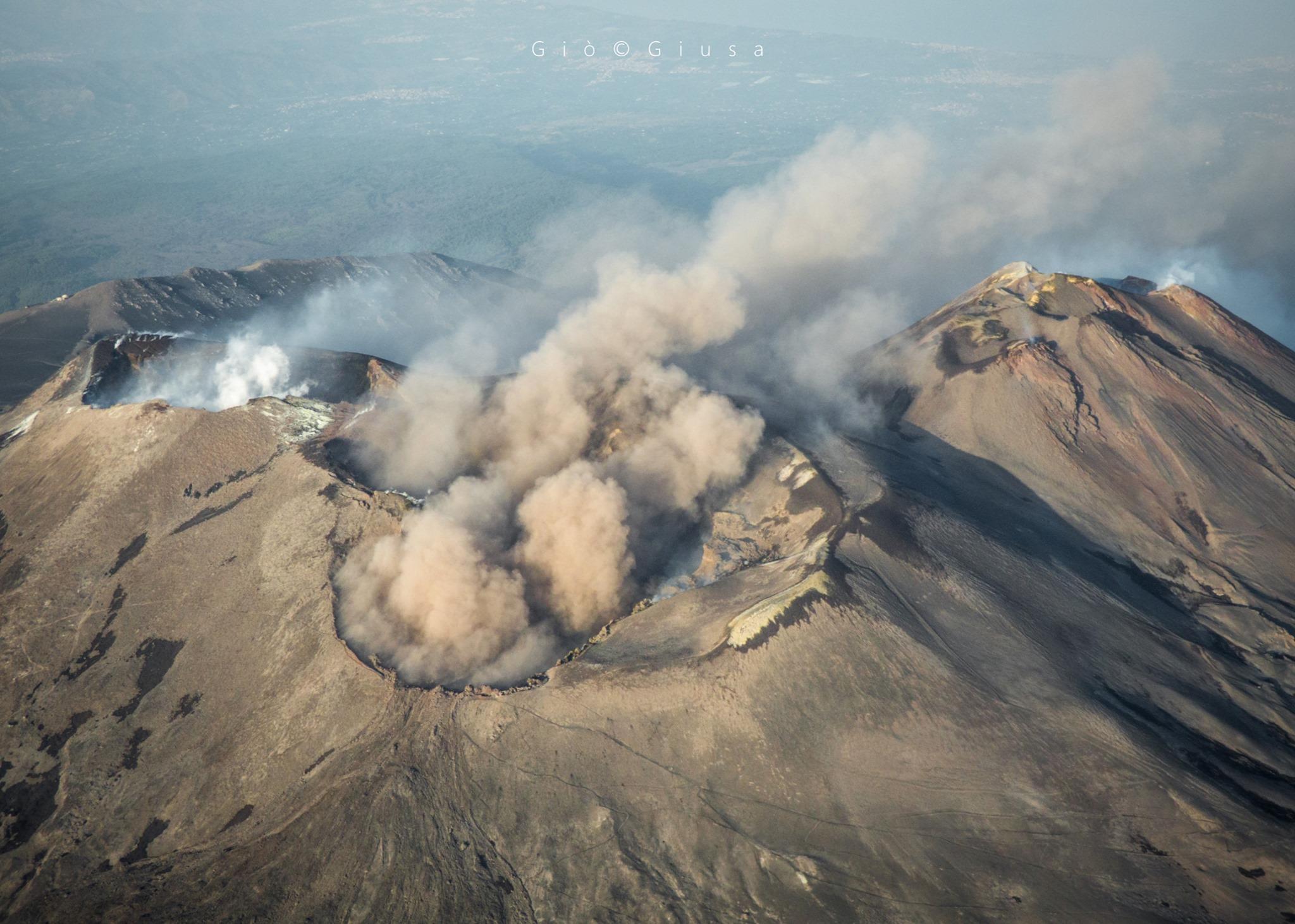 November 13, 2019. EN. Italy / Sicily : Etna , Colombia : Chiles / Cerro Negro , Hawaii : Laupāhoehoe , Italy : Campi Flegrei .