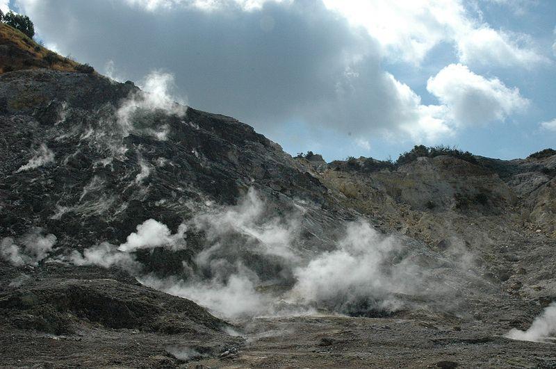 December 04, 2019. EN. Italy : Campi Flegrei , Colombia : Nevado del Ruiz , Indonesia : Anak Krakatau , Italy / Sicily : Etna , Japan : Sakurajima .
