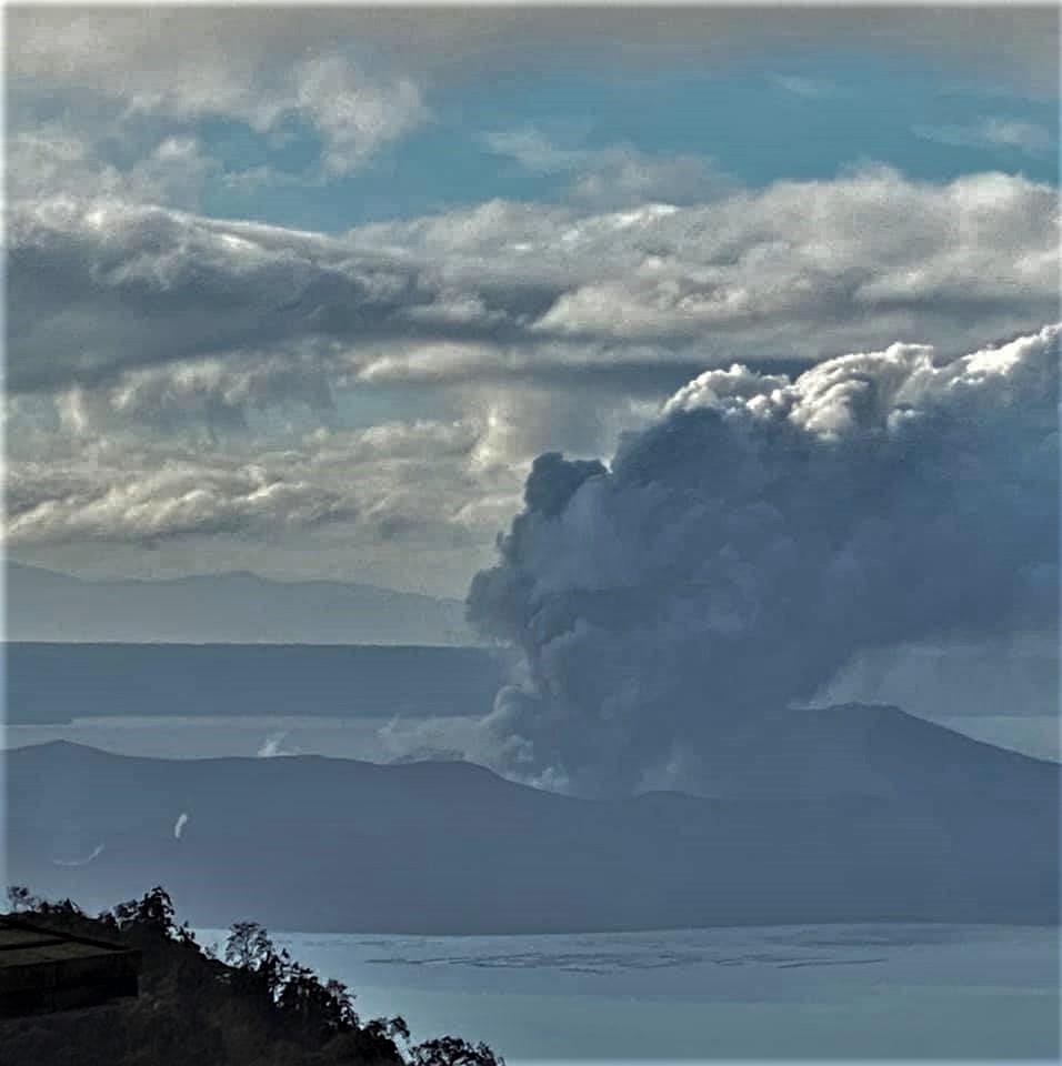 15 Janvier 2020 . FR . Philippines : Taal , Italie / Sicile : Etna , Pérou : Ubinas , Nouvelle Zélande : White Island , Indonésie : Anak Krakatau .