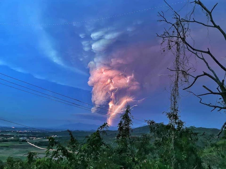 12 Janvier 2020 . FR . Philippines : Taal ( Mise à jour 3).