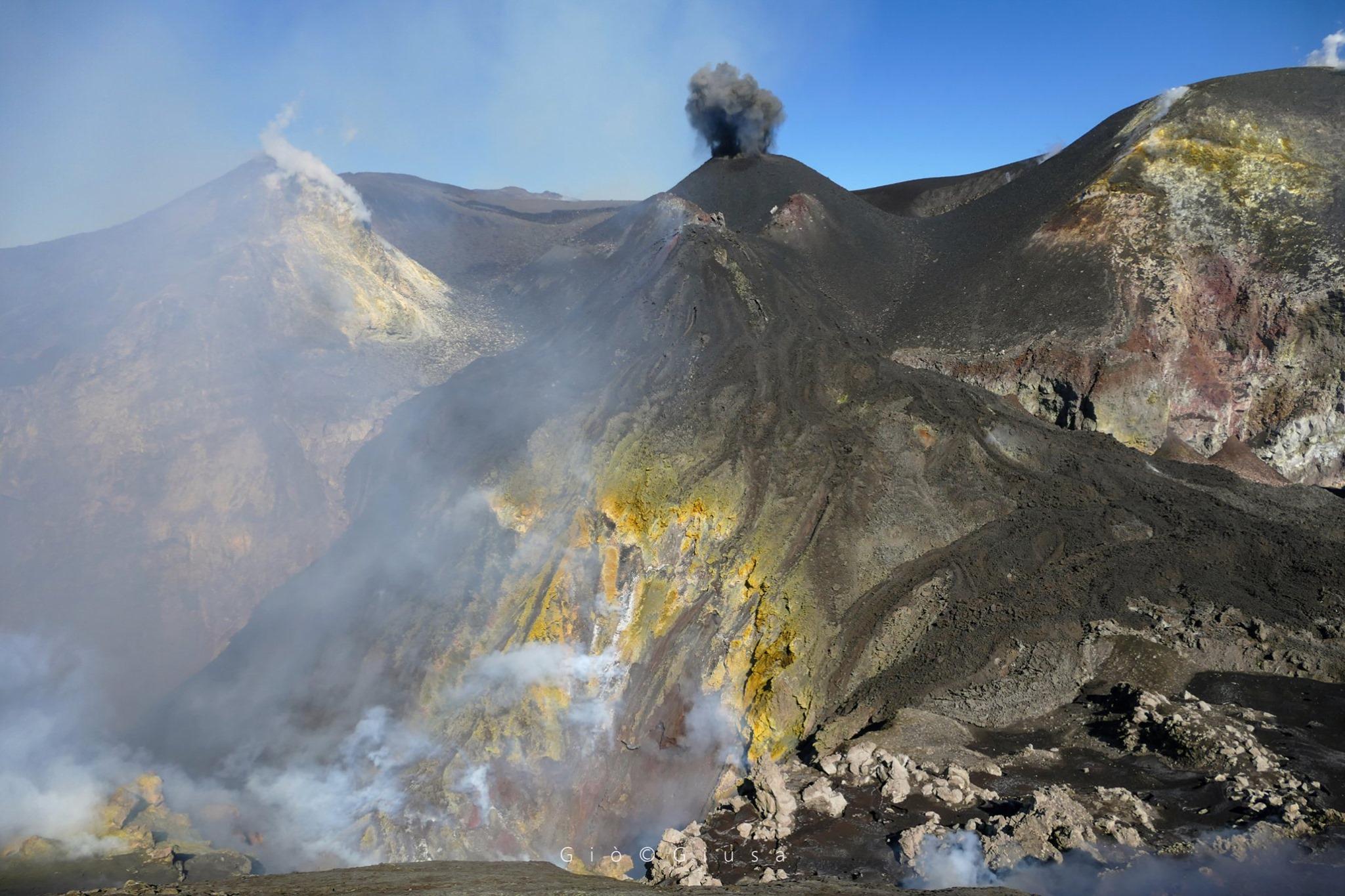 February 19, 2020. EN . Italy / Sicily : Etna , Italy : Stromboli , Colombia : Nevado del Ruiz , New Zealand : White Island .