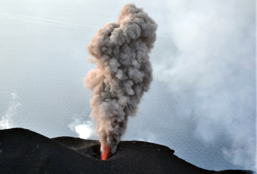 26 Février 2020 . FR. Italie : Stromboli , Colombie : Nevado del Ruiz , Italie / Sicile : Etna , Equateur : Sangay .