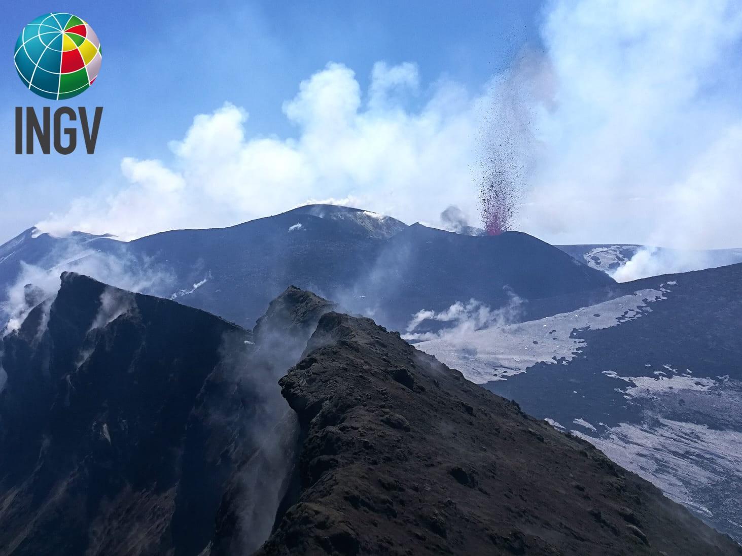 15 Avril 2020.  FR . La Réunion : Piton de la Fournaise , Italie / Sicile : Etna , Italie : Stromboli , Pérou : Ubinas , Indonésie : Lokon .