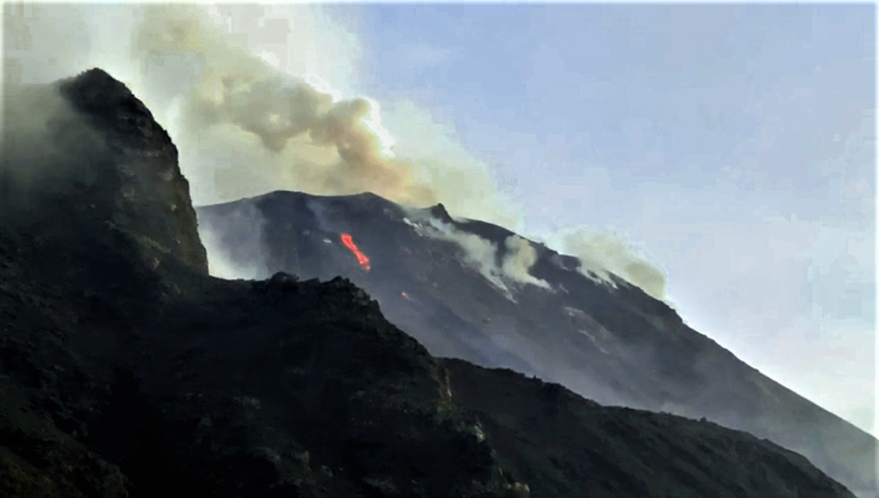02 Avril 2020 . FR . La Réunion : Piton de la Fournaise , Italie : Stromboli , Alaska : Semisopochnoi ,  Russie / Kuriles du Nord : Ebeko .