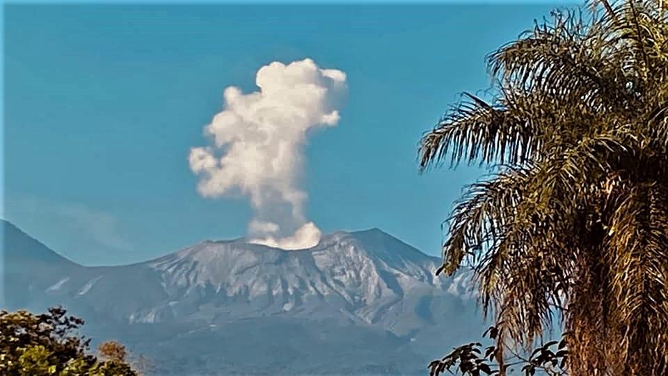 02 Mai 2020 . FR . La Réunion : Piton de la Fournaise , Etats-Unis : Yellowstone , Costa Rica : Turrialba / Poas / Rincon de la Vieja , Indonésie : Anak Krakatau .