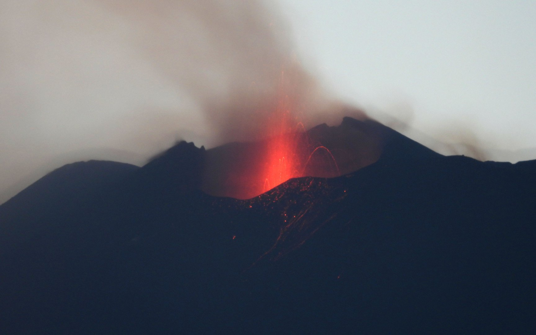 23 Juillet 2020. FR . Italie / Sicile : Etna , Japon : Nishinoshima , Kadovar : Papouasie Nouvelle Guinée , Equateur : Reventador , Guatemala : Pacaya .
