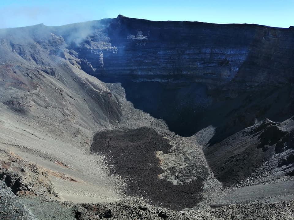 06 Décembre 2020. FR . La Réunion : Piton de la Fournaise , Indonésie : Semeru , Hawaii : Mauna Loa , Chili : Villarica .