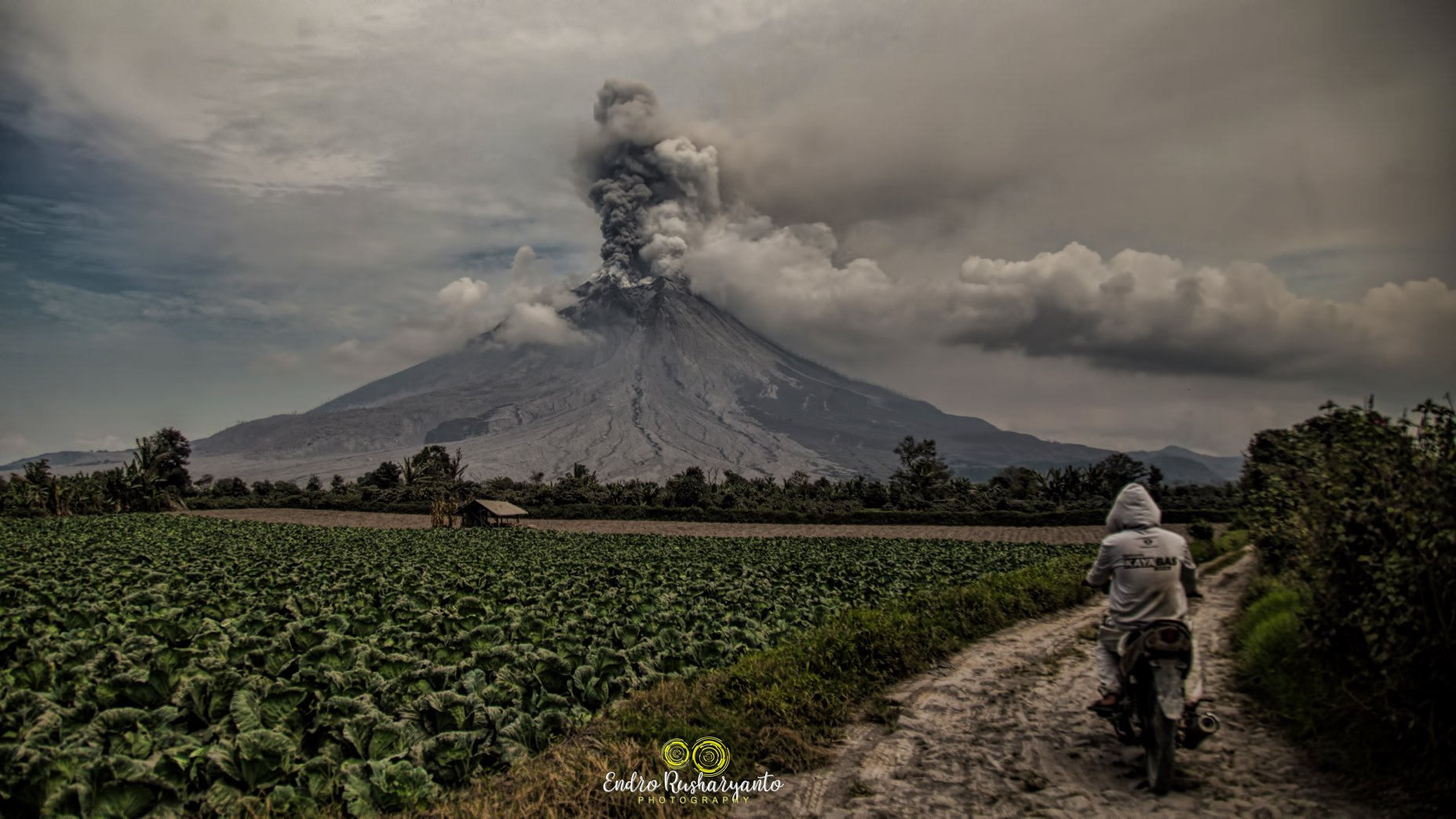 August 21 , 2020. EN. Indonesia : Sinabung , Italy / Sicily : Etna , Italy : Stromboli , Peru : Sabancaya , Alaska : Veniaminof .