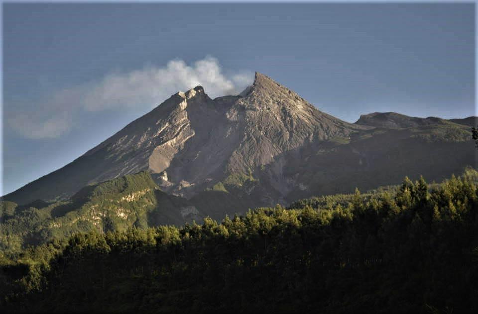November 04, 2020. EN . Kamchatka : Klyuchevskoy , Indonesia : Merapi , Nicaragua : Telica , Japan : Suwanosejima .