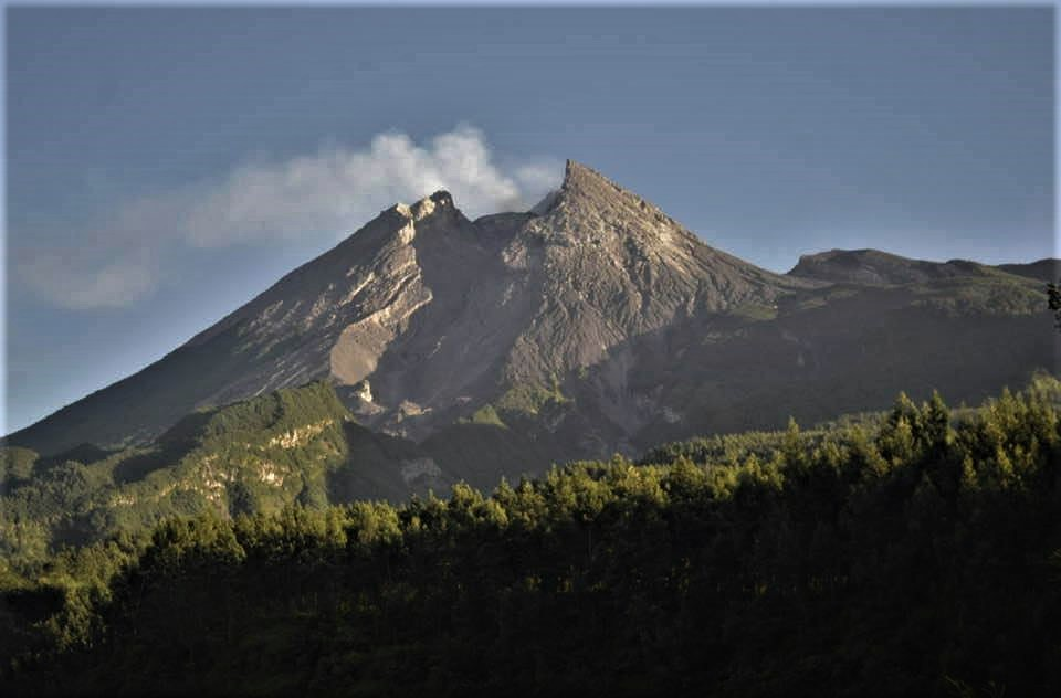 04 Novembre 2020. FR . Kamchatka : Klyuchevskoy , Indonésie : Merapi , Nicaragua : Telica , Japon : Suwanosejima .