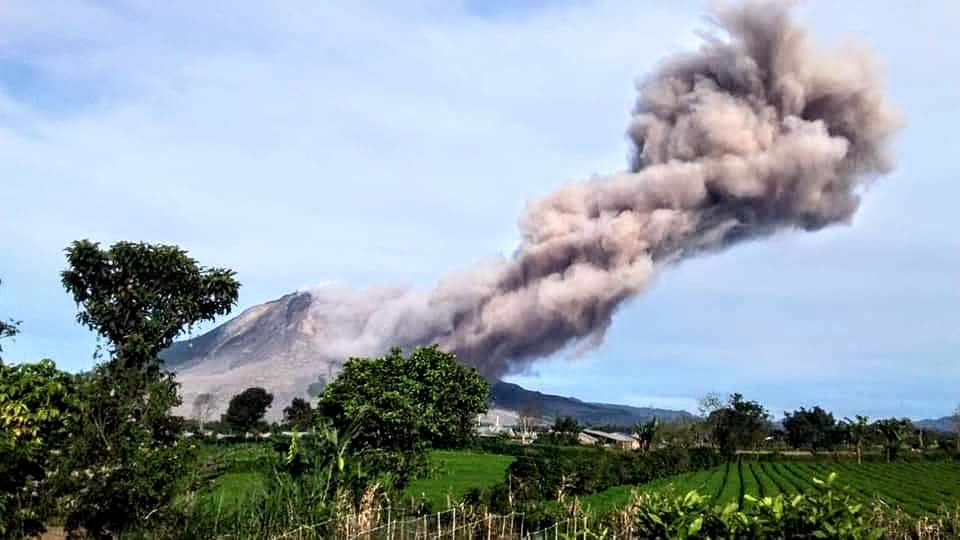 October 30, 2020. EN. Indonesia : Sinabung , Hawaii : Mauna Loa , Chile : Nevados of Chillan , Ecuador : Sangay .