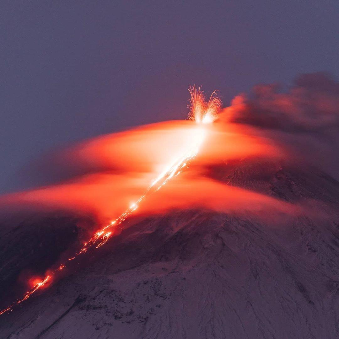 14 Novembre 2020. FR. Kamchatka : Klyuchevskoy , Hawaii : Mauna Loa , Indonésie : Merapi , Equateur : Reventador , Mexique : Popocatepetl .
