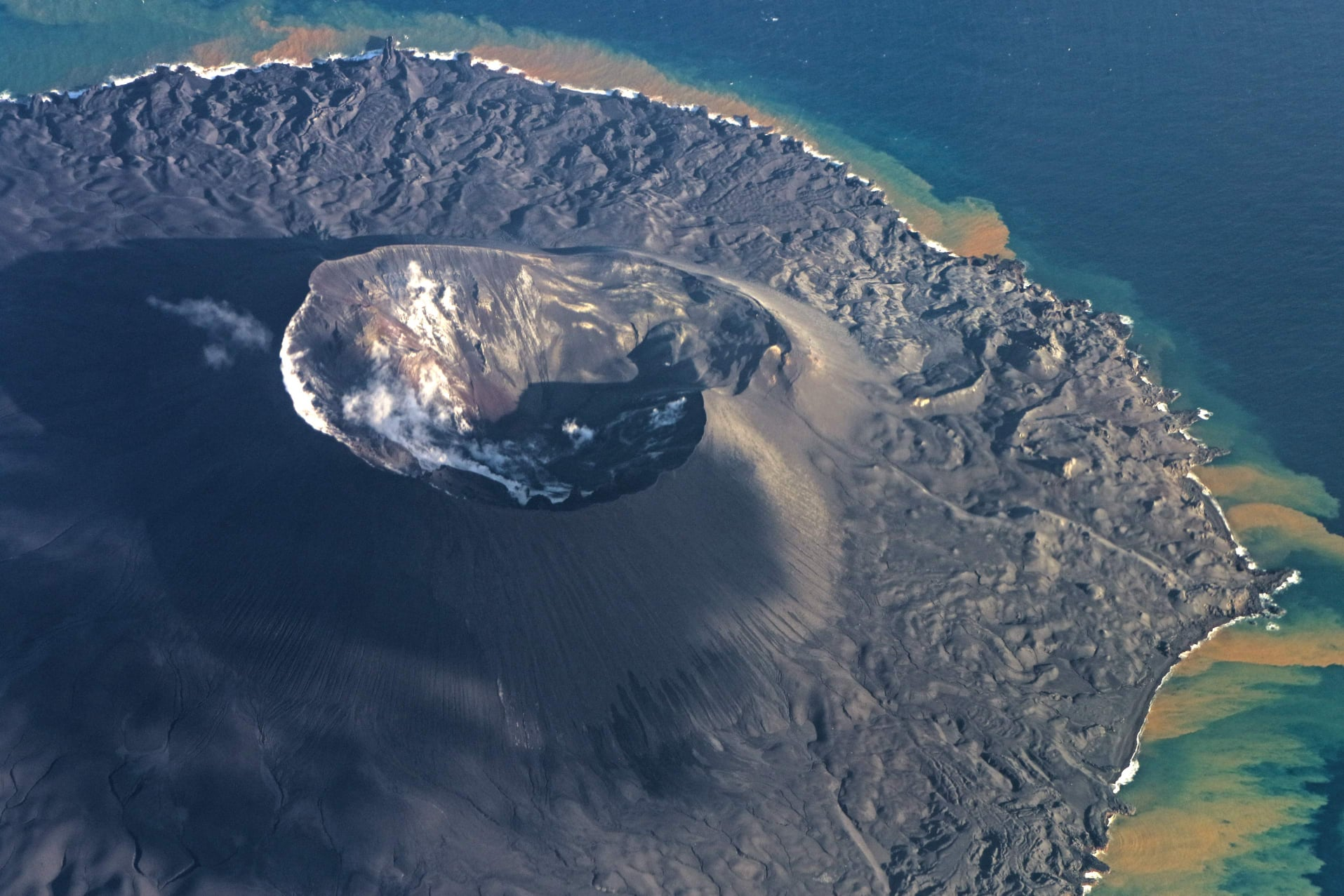 December 03, 2020. EN. Indonesia : Ili Lewotolok , Japan : Nishinoshima , United States : Yellowstone , Kamchatka : Karymsky .