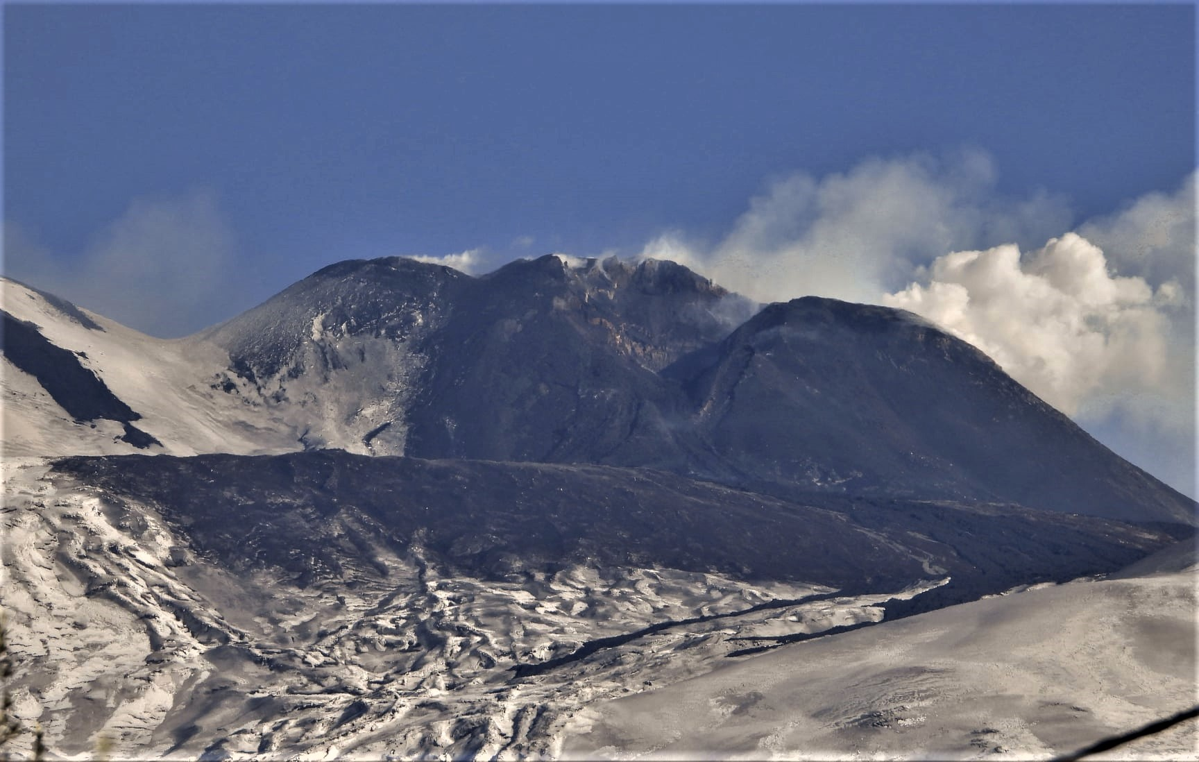 December 18, 2020. EN . Italy / Sicily : Etna , Hawaii : Mauna Loa , Chile : Villarica , Ecuador : Sangay , Guatemala : Santiaguito .