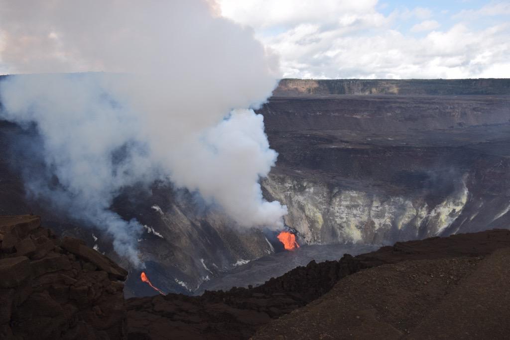 December 23, 2020. EN Italy / Sicily : Etna , Hawaii : Kilauea .