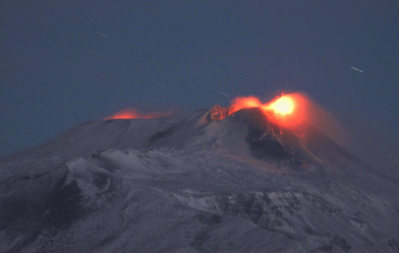 28 Janvier 2021 . FR . Indonésie : Merapi , Italie / Sicile : Etna , Saint Vincent : Soufrière Saint Vincent , Japon : Kuchinoerabujima , Colombie : Nevado del Ruiz .