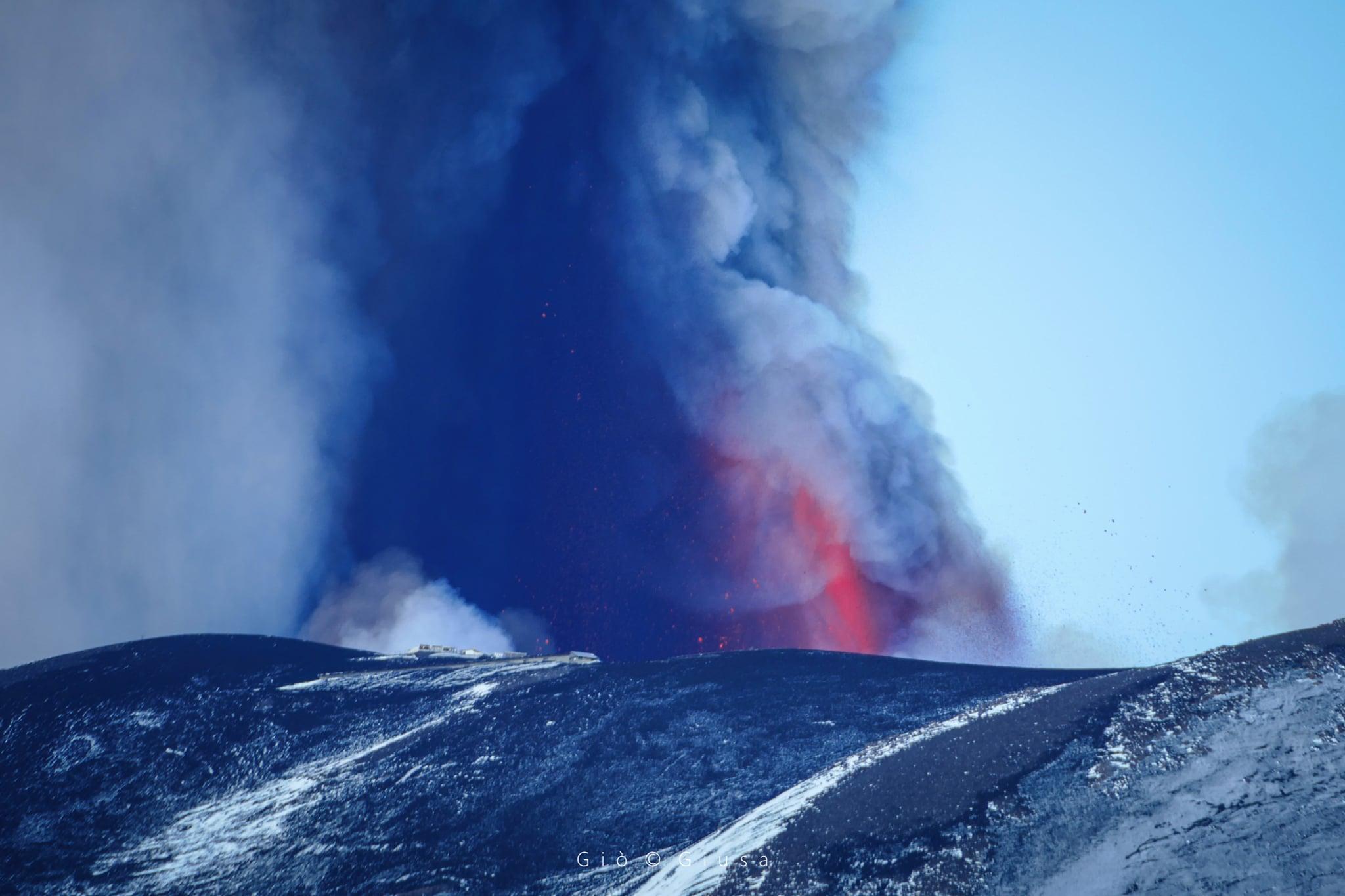 13 Mars 2021 . FR . Italie / Sicile : Etna , Islande : Péninsule de Reykjanes , Kamchatka : Klyuchevskoy , Philippines : Taal , Hawaii : Kilauea .