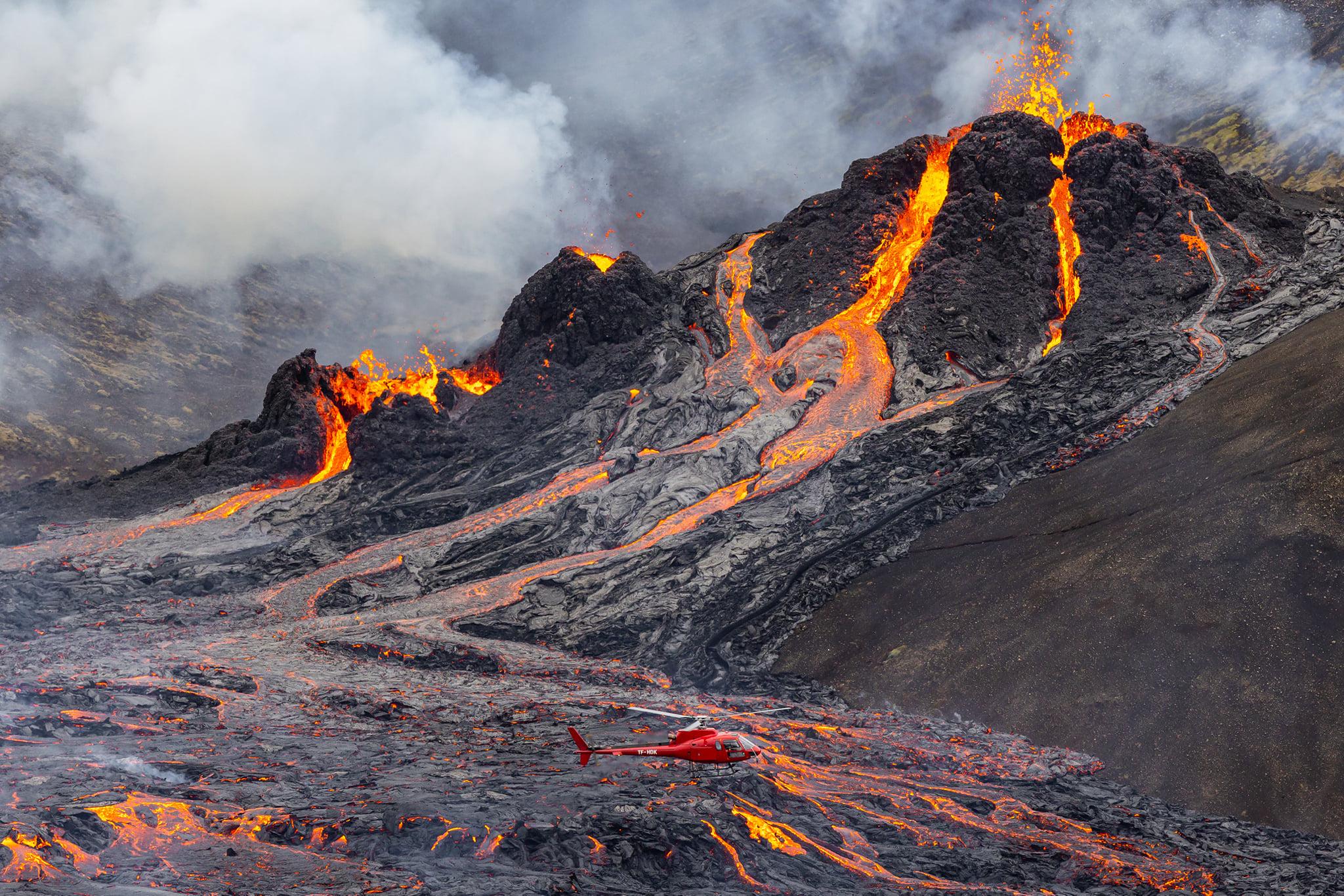 March 22, 2021. EN . Iceland : Fagradalsfjall , Kamchatka : Klyuchevskoy , La Réunion : Piton de la Fournaise , Indonesia : Kerinci , Saint Vincent : Soufrière Saint Vincent .