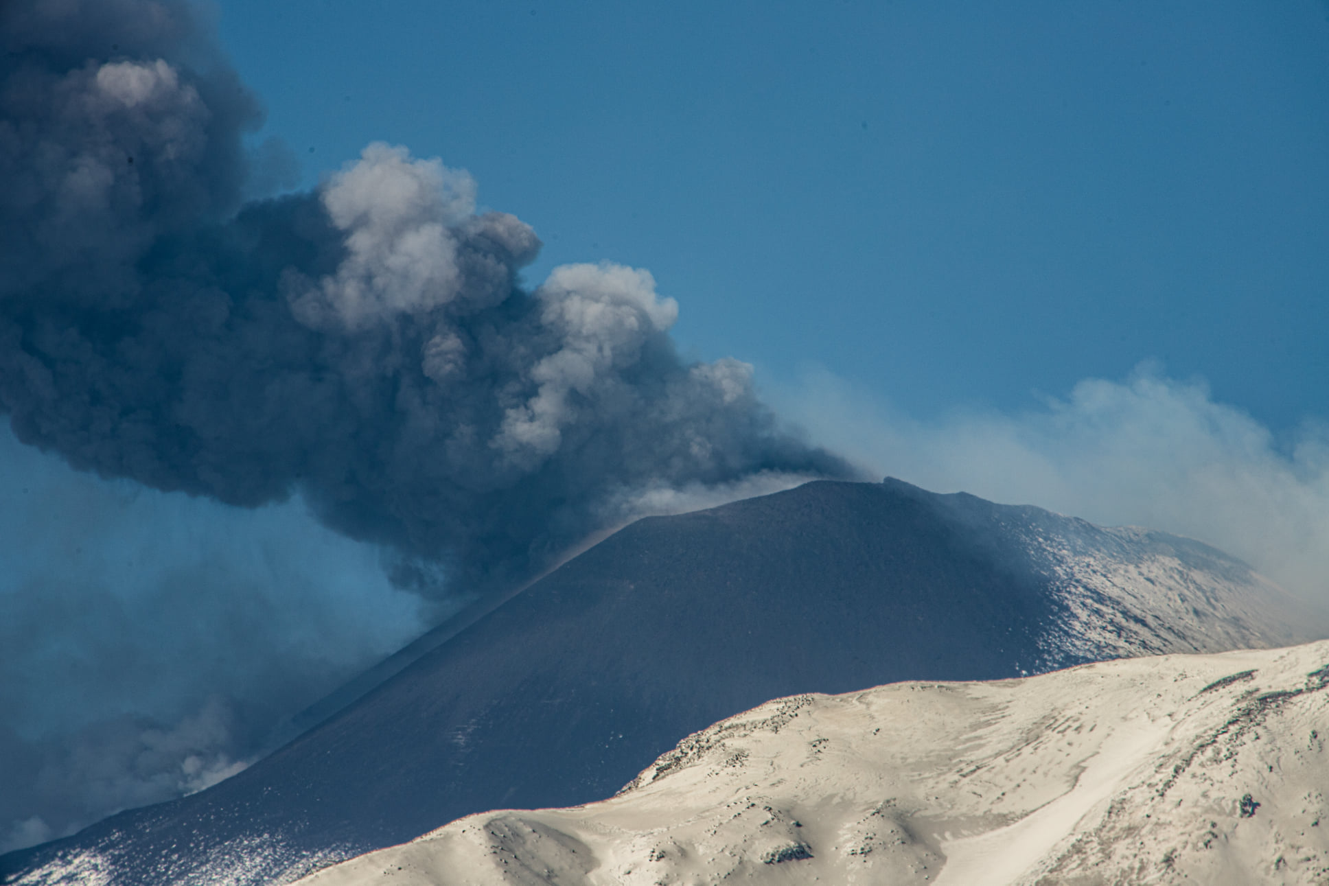 March 26, 2021. EN. Philippines : Taal , Italy / Sicily : Etna , Guatemala : Pacaya , Chile / Argentina : Nevados of Chillan , Hawaii : Kilauea .