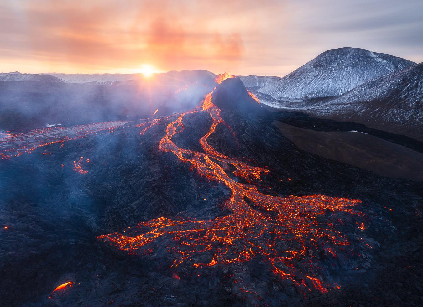 March 30 , 2021. EN. Iceland : Fagradalsfjall / Geldingadalur , Philippines : Taal , Alaska : Veniaminof , Peru : Sabancaya , Hawaii : Kilauea .