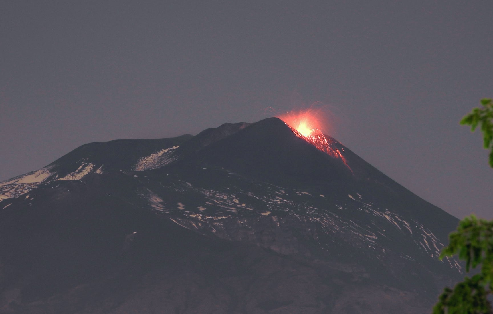 April 27, 2021. EN . Italy / Sicily : Etna , Peru : Sabancaya , Saint Vincent : Soufrière Saint Vincent , Indonesia : Sinabung .