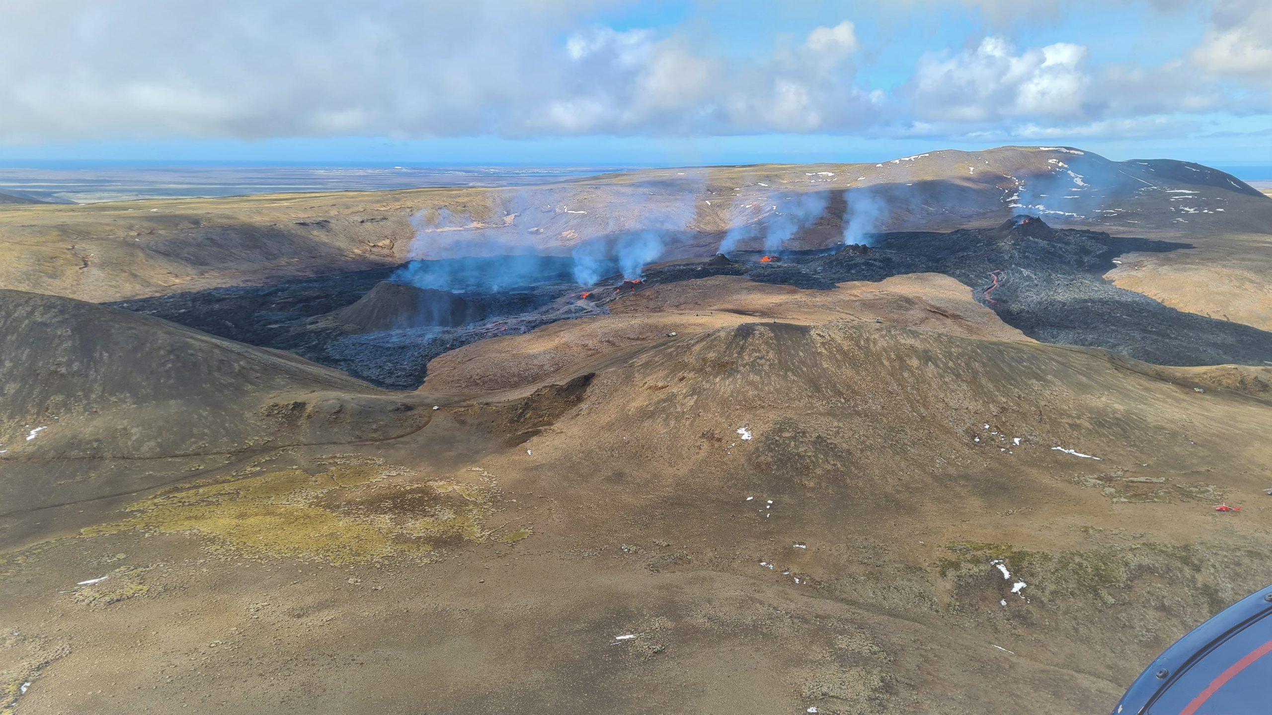 April 20, 2021. EN . La Réunion Island : Piton de la Fournaise , Iceland : Geldingadalur , Saint Vincent : Soufrière Saint Vincent , Peru : Sabancaya , Ecuador : Sangay .