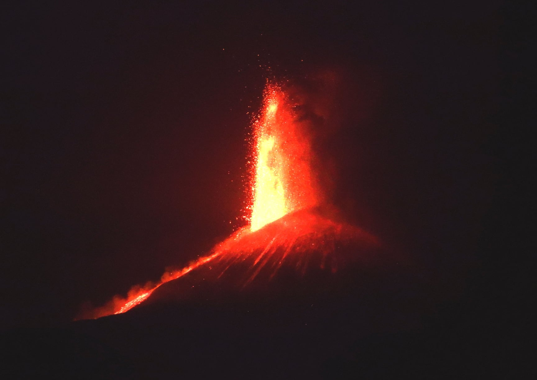 June 03, 2021. EN. Italy / Sicily : Etna , Democratic Republic of Congo : Nyiragongo , Indonesia : Anak Krakatau , La Réunion Island : Piton de la Fournaise .