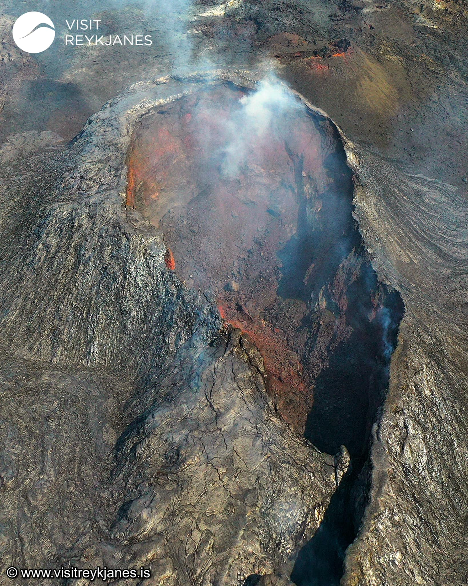 04 Juillet 2021. FR. Philippines : Taal , Islande : Geldingadalur / Fagradalsfjall , Chili : Nevados de Chillan , Guatemala : Santiaguito .