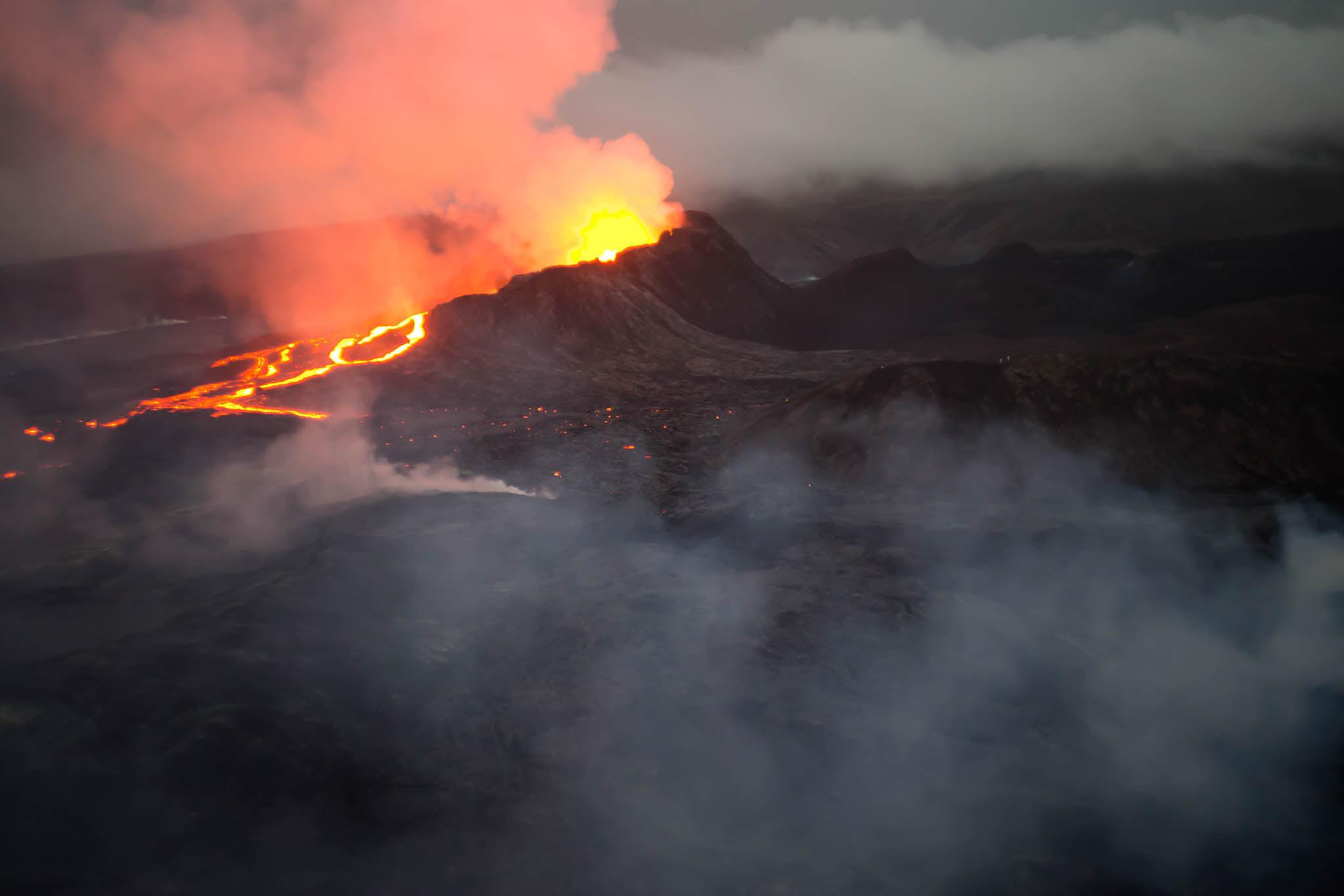 July 25, 2021. EN . Iceland : Geldingadalur / Fagradalsfjall , Chile : Nevados de Chillan , Hawaii : Mauna Loa , Mexico : Popocatepetl , Kamchatka : Karymsky .