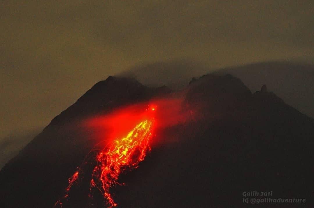 August 14, 2021. EN. Japan : Fukutoku-Okanoba , Indonesia : Merapi , Alaska : Great Sitkin , Kamchatka : Chirinkotan , Saint Vincent : Soufrière Saint Vincent , Ecuador : Reventador .