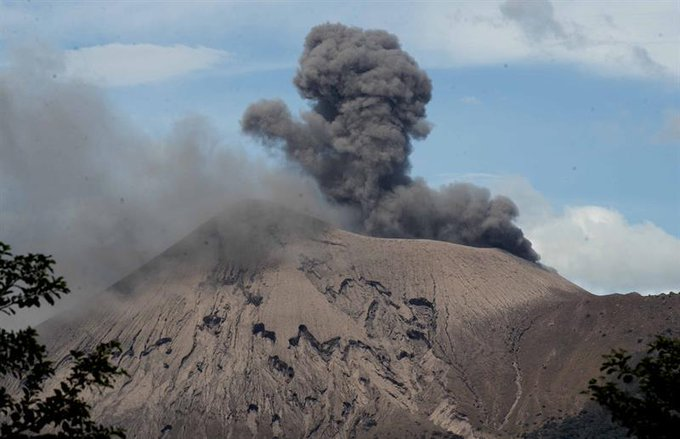 September 02, 2021. EN. Nicaragua : Telica , United States : Yellowstone , New Zealand : White Island , Indonesia : Semeru , Ecuador : Reventador , Guatemala , Fuego .