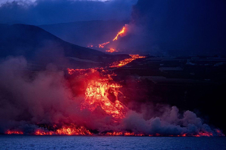 30 Septembre 2021. FR. Espagne / La Palma : Cumbre Vieja , Hawaii : Kilauea , Indonésie : Bromo , Japon : Suwanosejima , Saint Vincent : Soufrière Saint Vincent .