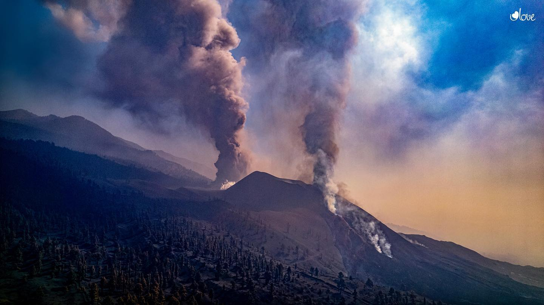 October 21, 2021. EN. Japan : Asosan , Papua New Guinea : Manam , Italy : Vulcano , Spain / La Palma : Cumbre Vieja , Italy : Stromboli .