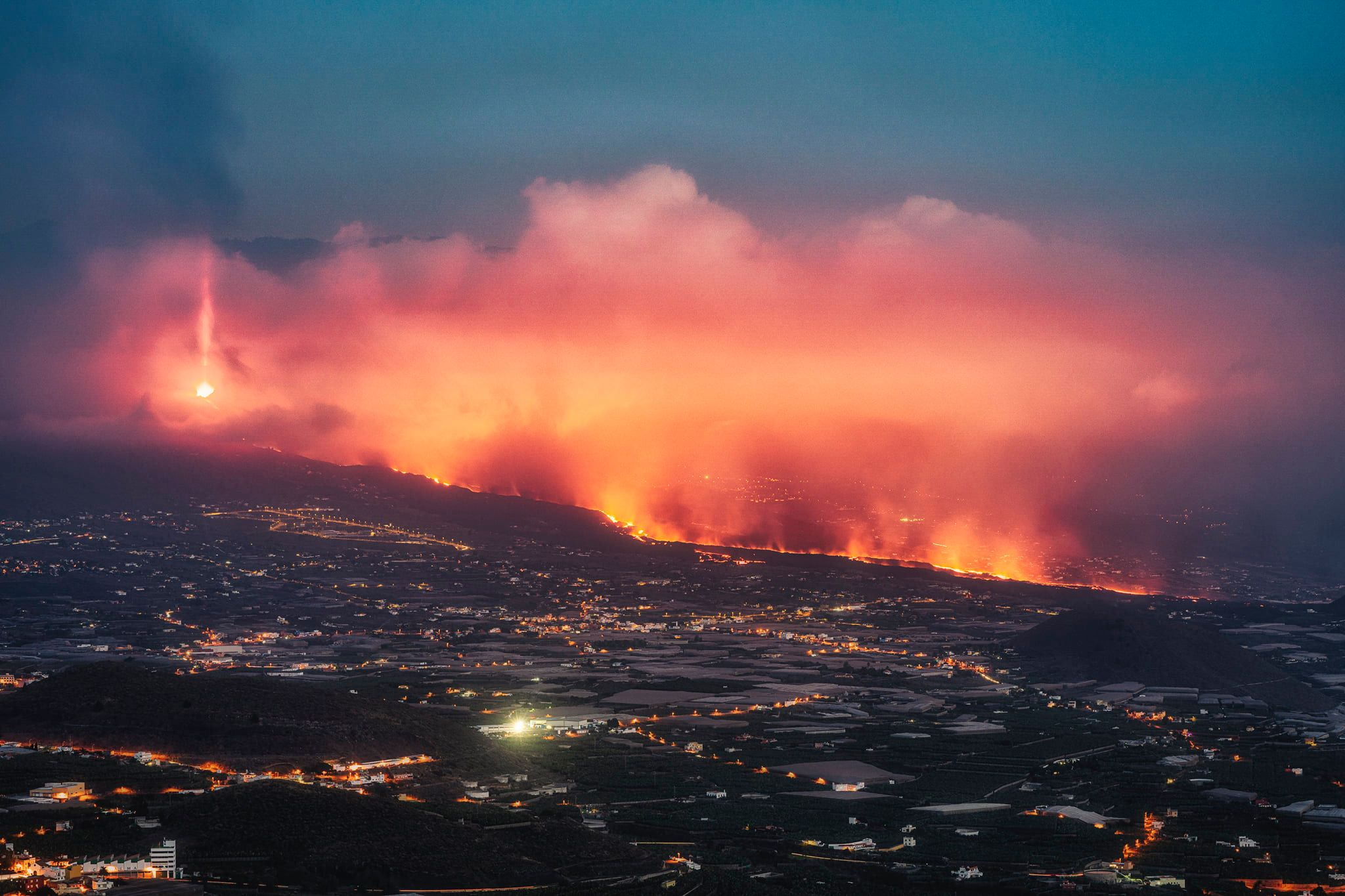 October 20 , 2021. EN. La Réunion : Piton de la Fournaise , Hawaii : Kilauea , Spain / La Palma : Cumbre Vieja , Italy / Sicily : Etna , Kamchatka : Karymsky , Guatemala : Fuego , Japon : Aso .